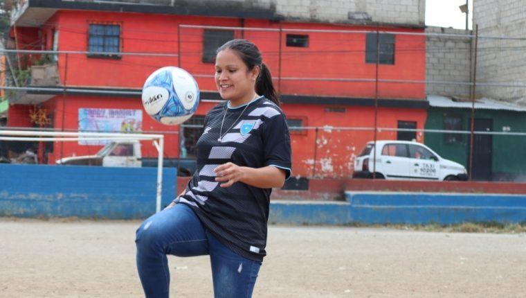 Gloria Aguilar, futbolista guatemalteca que militar en el equipo Unifut-Rosal. Foto Prensa Libre: Byron Mendoza)