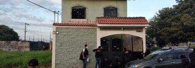 Agentes allanan 36 inmuebles en busca de personas pendientes de captura e indicios. (Foto: MP)