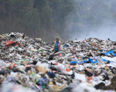 En el vertedero de Amsa se depositan los desechos de 33 municipios. (Foto Prensa Libre: Juan Diego González)
