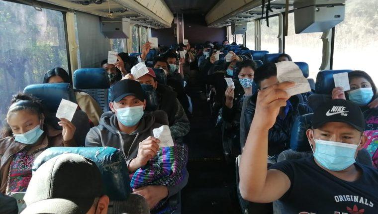pilotos de buses no respetan los aforos establecidos por las autoridades y sobrecargan sus unidades. (Foto Prensa Libre: DGT)
