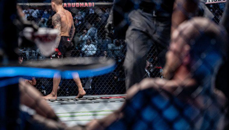 McGregor fue noqueado por Poirier en el segundo asalto del UFC 257. (Foto Prensa Libre: @UFC)