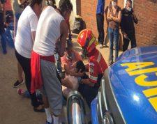 Incidente armado en la 34 avenida y 20 calle de la zona 5 de la capital, en donde dos hombres resultaron heridos de bala. (Foto Prensa Libre: Cortesía)