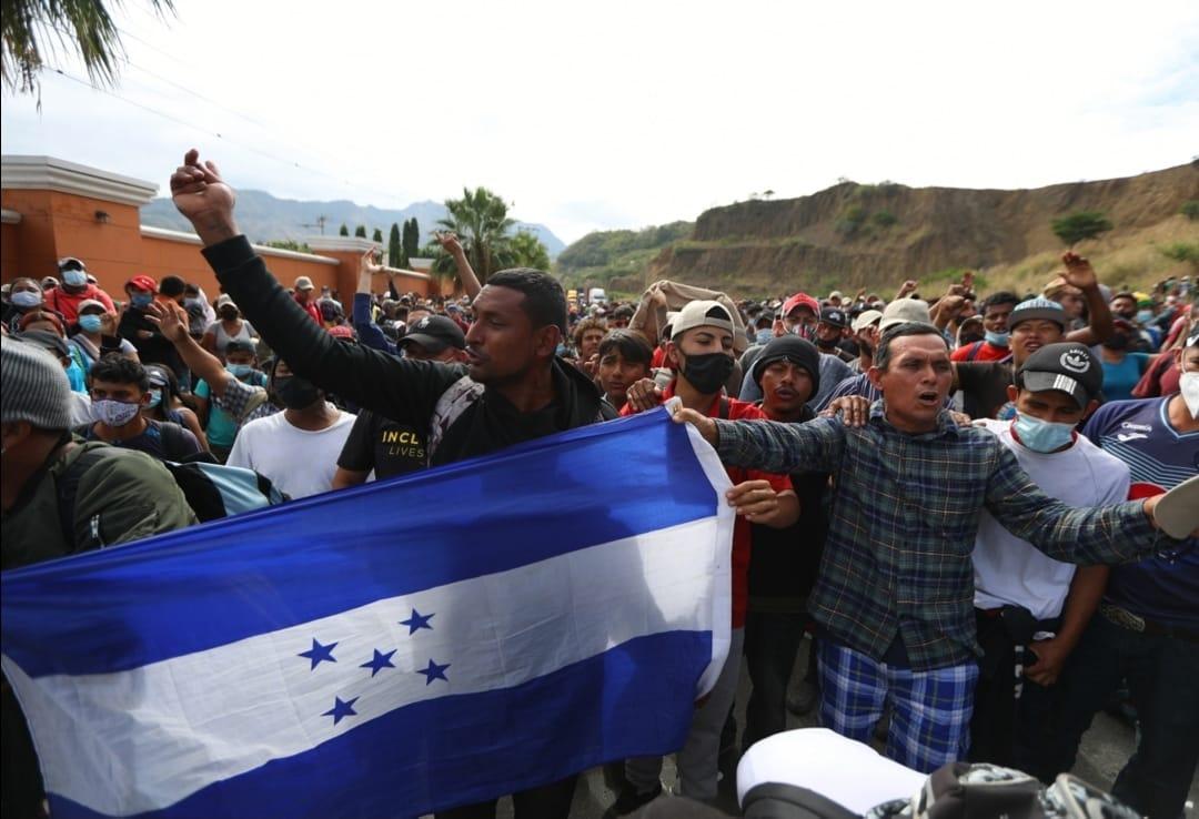 Crisis migratoria: ¿Qué provocó la nueva caravana de migrantes hondureños que ingresó a Guatemala?