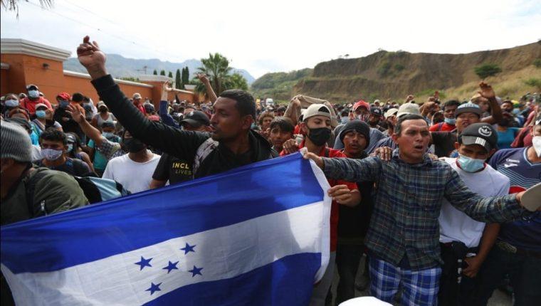 Más de 9 mil hondureños entraron a Guatemala en búsqueda de llegar a Estados Unidos. (Foto Prensa Libre: Fernando Cabrera)