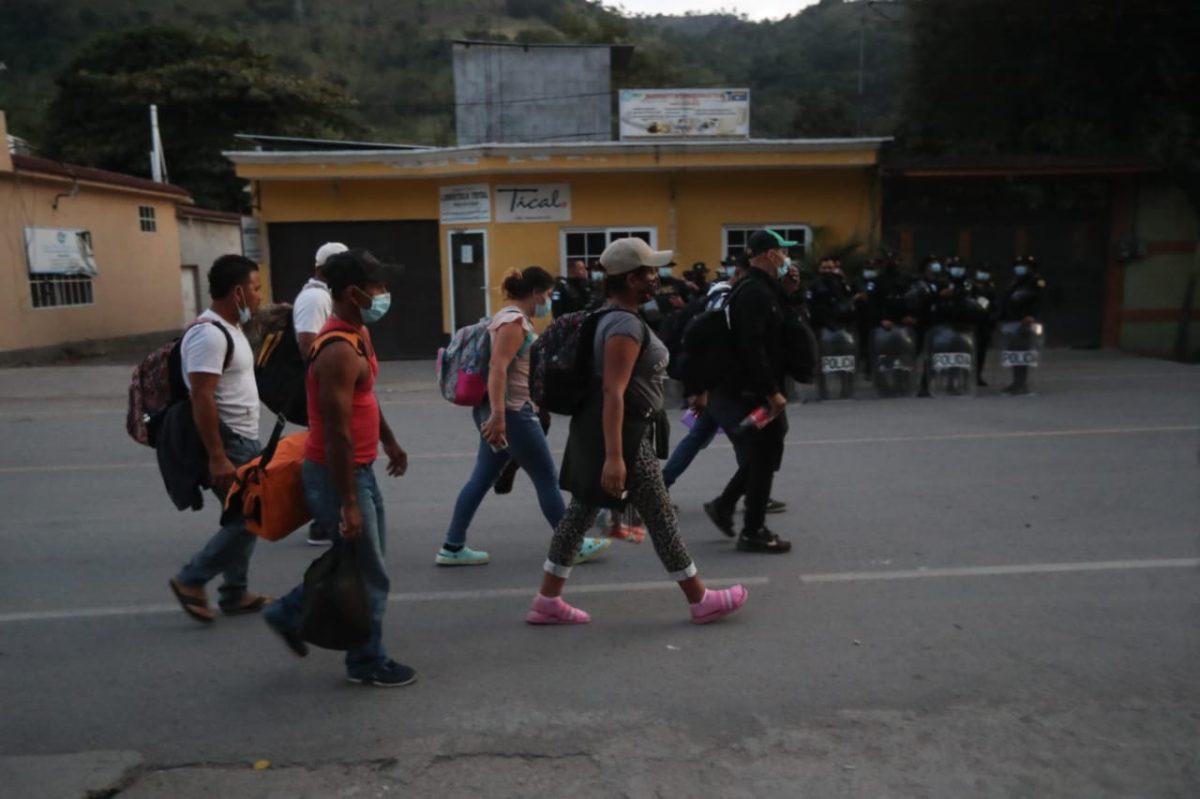 Fotogalería: hondureños continúan en caravana hacia la frontera con Guatemala