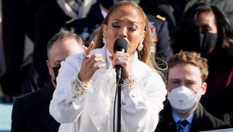 J-Lo recitó el juramento de lealtad en español en la investidura de Biden. (Foto Prensa Libre: EFE)