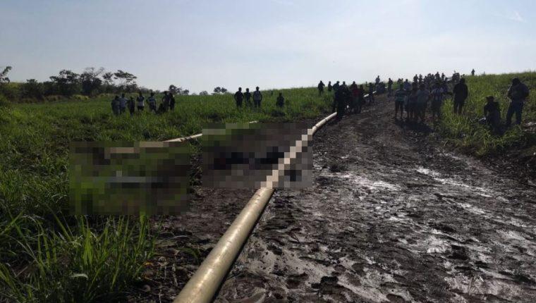 Tres empleados de la finca La Cabaña, ubicada en cantón Xulá, zona 5 de Retalhuleu, fueron localizados muertos. (Foto Prensa Libre: Victoria Ruiz)