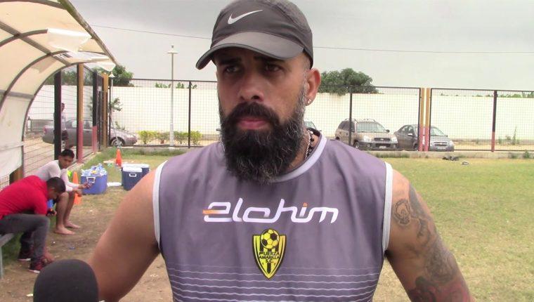 Matías Tatangelo es un entrenador argentino de 35 años que llega a Sanarate tras dirigir a dos equipos en Ecuador. (Foto Prensa Libre: YouTube)