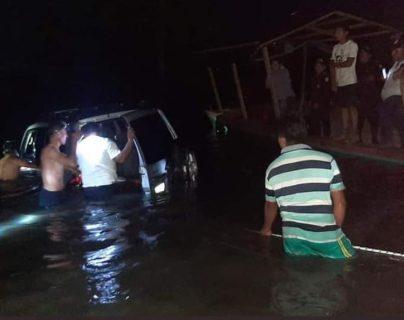 Localizan a tres personas del naufragio en Sayaxché, Petén
