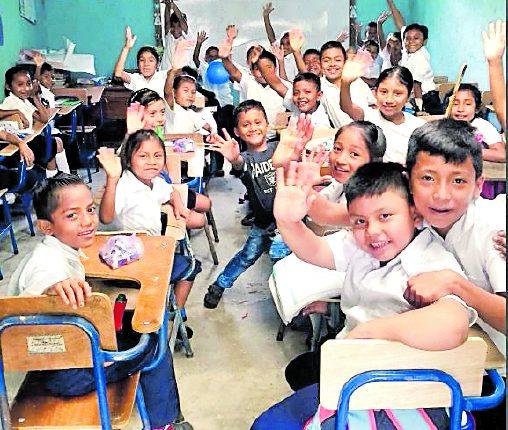 El presidente Alejandro Giammattei anunció que los niños en edad escolar serán evaluados en la escuelas para detectar casos de desnutrición. (Foto Prensa Libre: Hemeroteca PL)