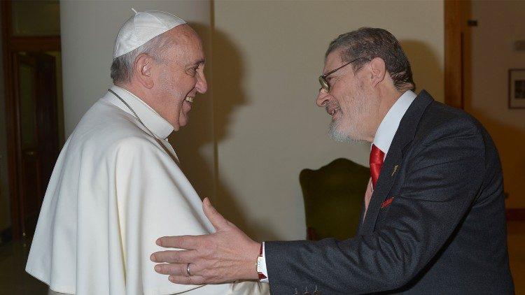 El médico personal del papa Francisco muere por covid-19
