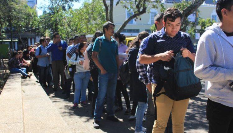 En Guatemala se perdieron a septiembre del 2020 casi 80 mil empleos debido a la pandemia y se espera una recuperación en el 2021. (Foto: Hemeroteca Prensa Libre)