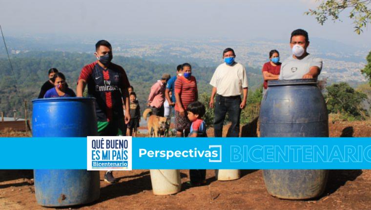 Habitantes de ciertas zonas del área metropolitana deben lidiar con la escasez de agua entubada, especialmente en época seca o cuando el líquido que abastece a las plantas de potabilización llega altamente contaminado. (Foto Prensa Libre, Byron García)