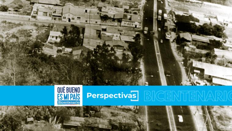 El crecimiento poblacional hacia el occidente de la capital, con la construcción de la colonia Primero de Julio, obliga a abrir la calle San Juan y convertirla en calzada. Foto: Hemeroteca Prensa Libre