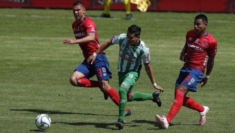 Municipal recibirá a Antigua GFC en el estadio Manuel Felipe Carrera, mientras Xelajú MC será local ante Guastatoya en el Mario Camposeco. (Foto Prensa Libre: Esbin García)