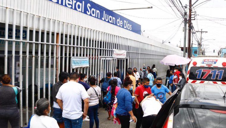 El San Juan de Dios tiene saturación en los intensivos de covid-19 y otras áreas médicas. (Foto: Fernando Cabrera)
