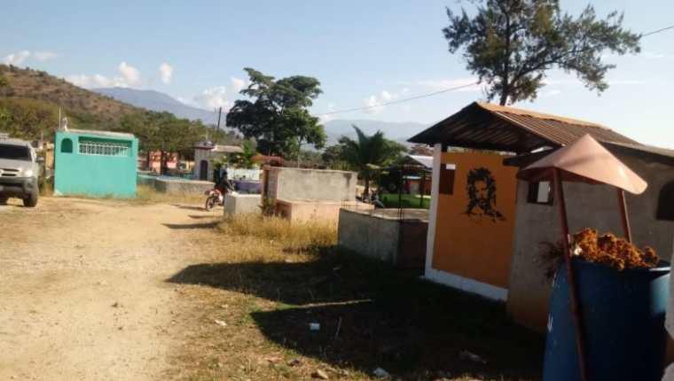 Área en donde el MP y la PNC realizan exhumaciones en el cementerio de San Miguel Chicaj, Baja Verapaz, en búsqueda de Cristina Siekavizza). (Foto Prensa Libre: MP)