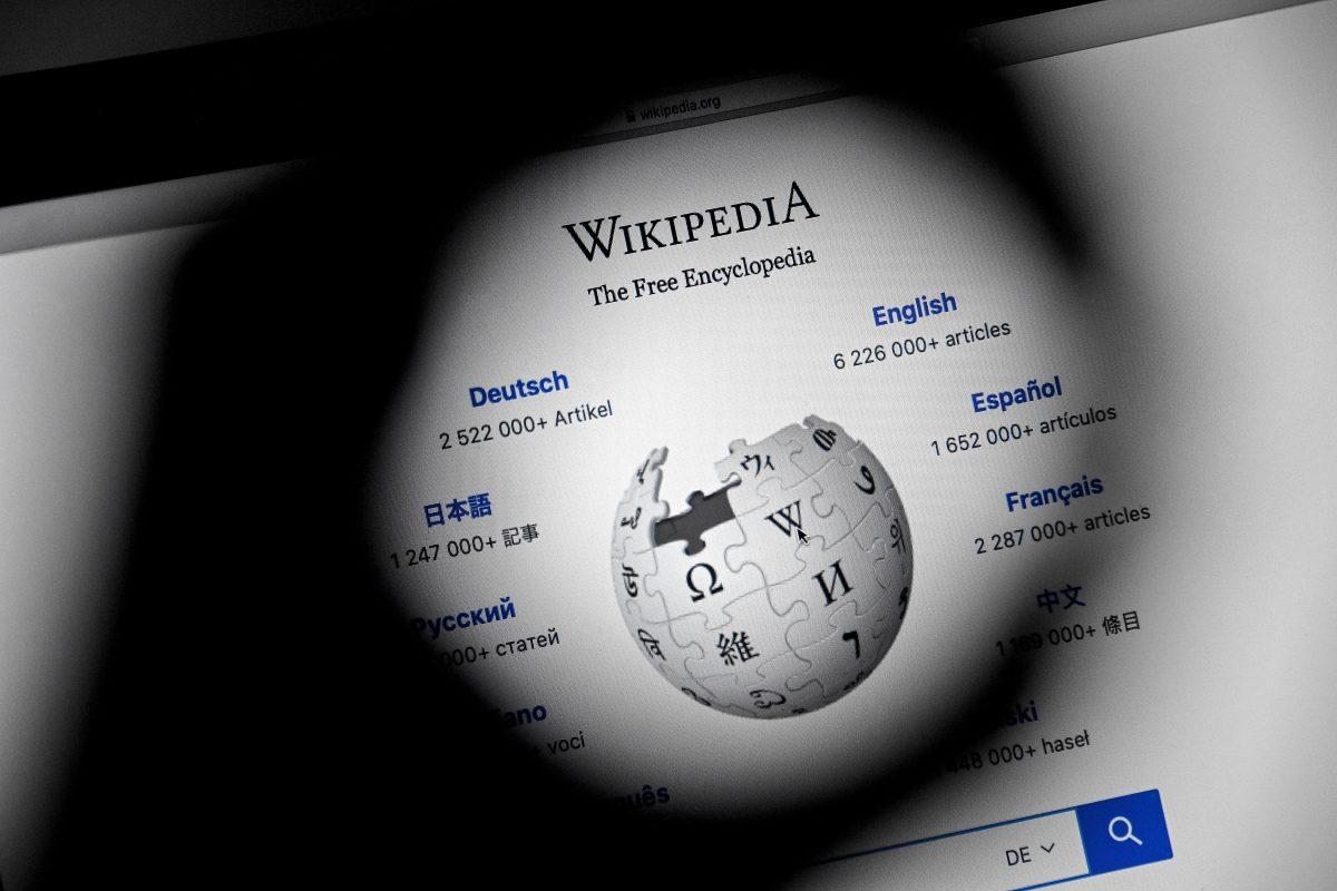 Wikipedia cumple 20 años: cómo nació y cuáles son los retos que tiene la enciclopedia que ahora cuenta con 280 mil editores voluntarios