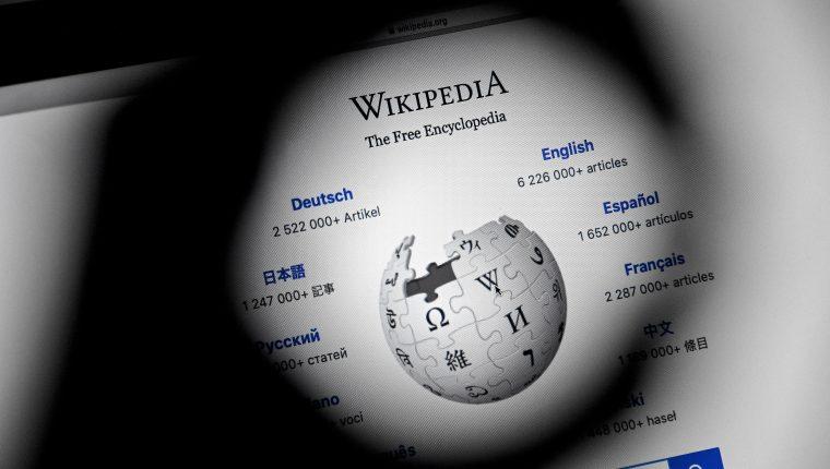 Wikipedia, la mayor enciclopedia del mundo, cumple 20 años. (Foto Prensa Libre: EFE)