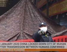 """El documental """"Tres días que detuvieron al mundo"""" que confirma que China quiso minimizar el brote de coronavirus. (Foto YouTube Al Jazeera)"""