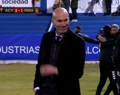 Zinedine Zidane y la sonrisa que ha indignado al madridismo. (Foto Prensa Libre: Twitter)