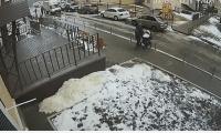 Hombre se lanza de edificio en Rusia