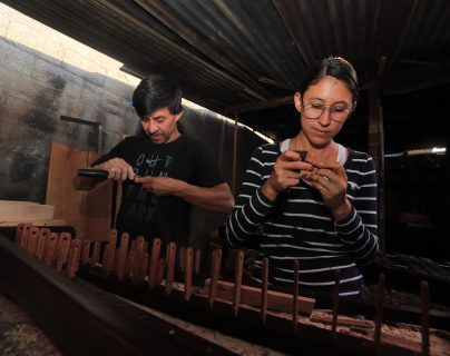 Día de la Marimba: Conozca a la familia que durante cuatro generaciones ha elaborado el instrumento nacional