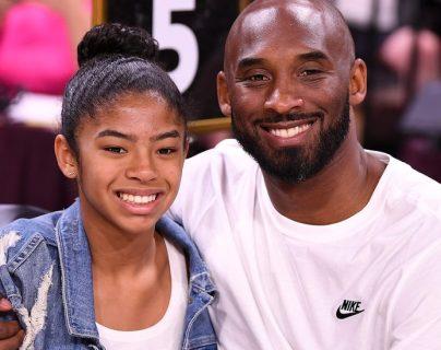 Kobe Bryant junto a su hija Gianna. Ambos fallecieron en el accidente del año pasado. REUTERS