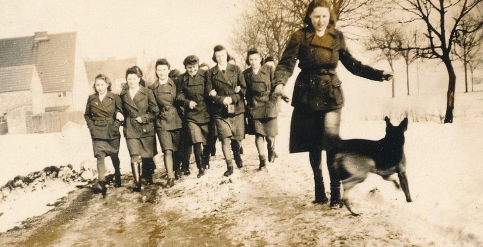 Alemania nazi: la terrible historia de las mujeres que se convirtieron en torturadoras de las SS