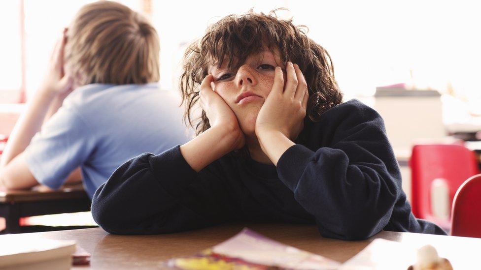 Cómo ayudar a tus hijos a aceptar el aburrimiento (y por qué puede ser bueno)