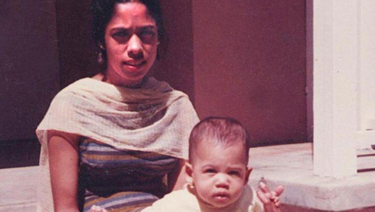 Kamala Harris de bebé con su madre Shyamala Gopalan.