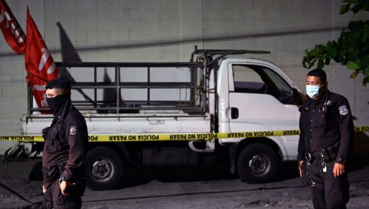 Los activistas fueron baleados en el centro de la capital mientras regresaban de un acto político en una camioneta. (AFP)
