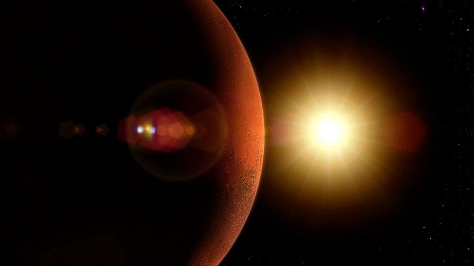 Marte: por qué 3 misiones espaciales de tres países diferentes llegarán al planeta rojo casi al mismo tiempo