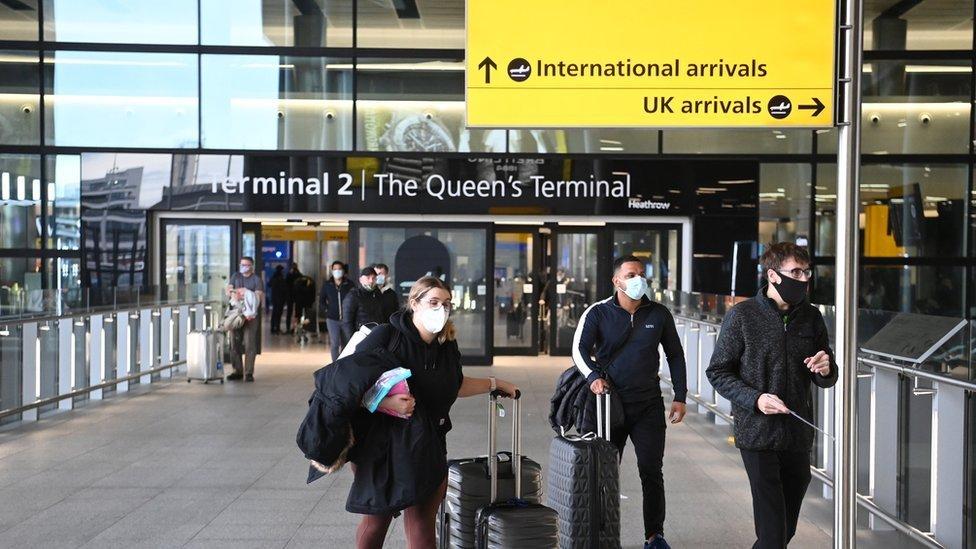 Las duras nuevas medidas que aplicará Reino Unido a los viajeros que entren en el país (y cómo afectan a Sudamérica)