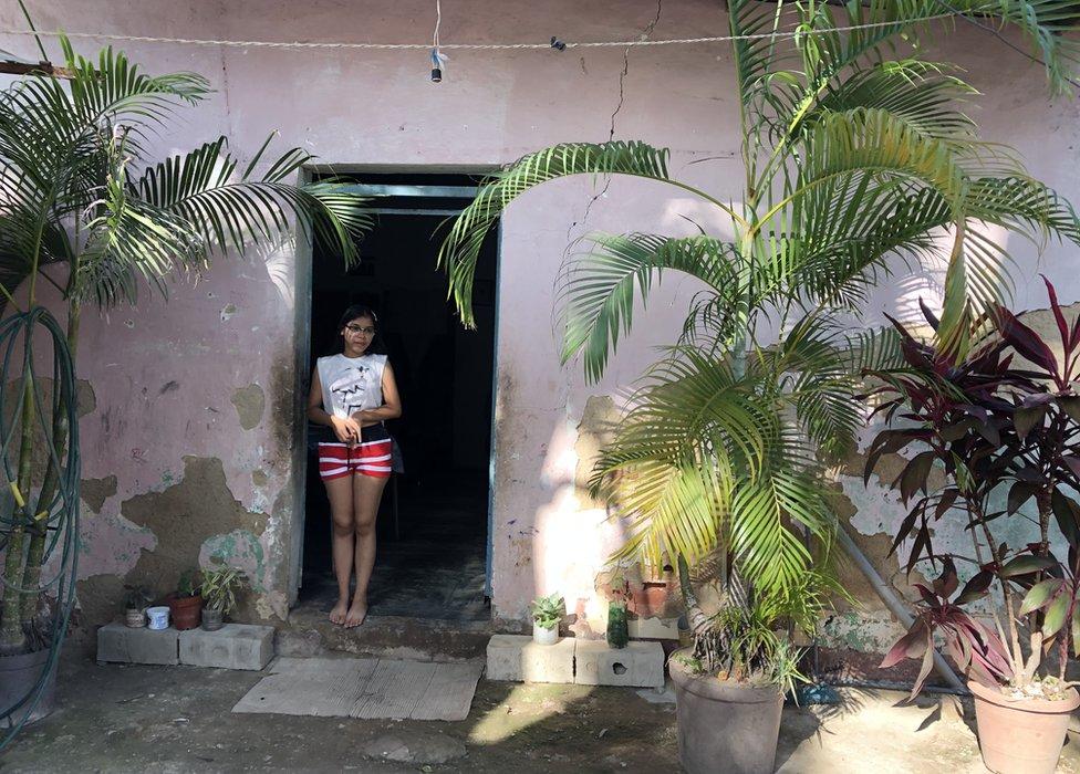 Coronavirus en Venezuela: la joven de 16 años que se convirtió en la maestra de su barrio durante el cierre de escuelas