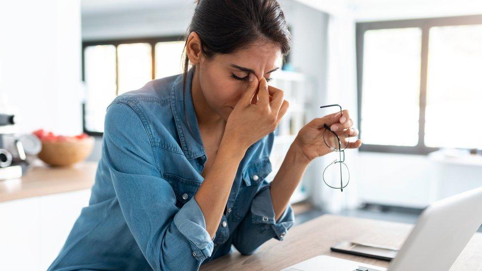 """5 fenómenos extraños que el estrés produce en tu cuerpo y que debes """"escuchar"""""""