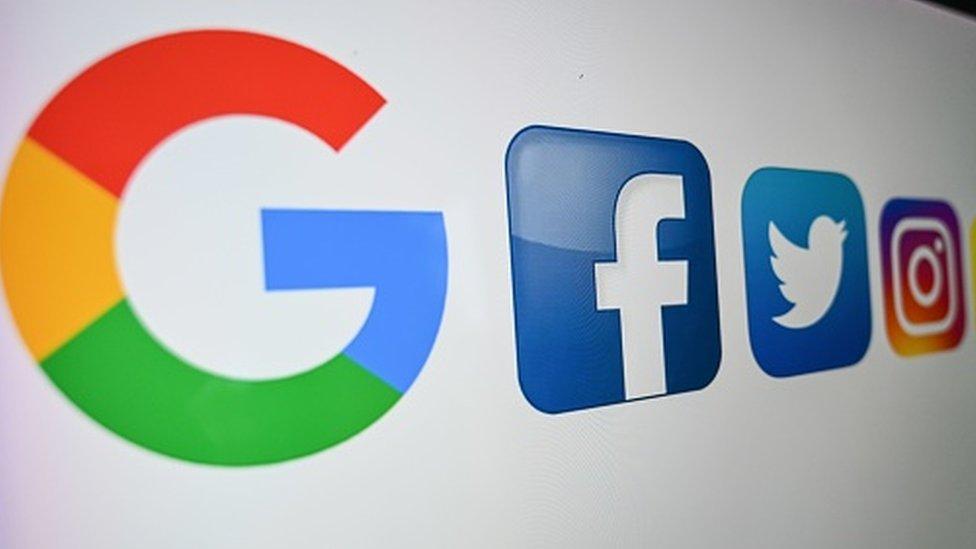 Google y Facebook: 6 claves para entender la disputa que enfrenta a los gigantes tecnológicos con Australia (y por qué puede generar un precedente mundial)