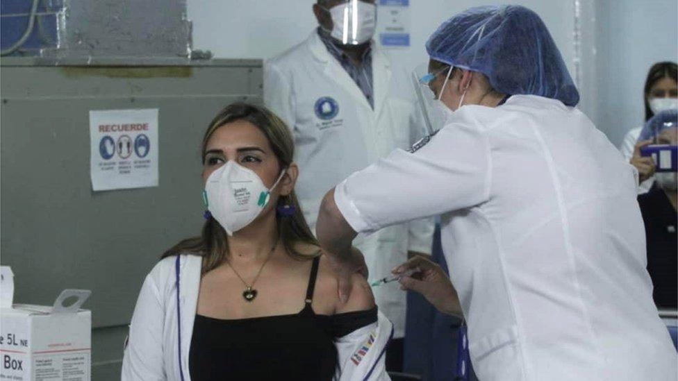 Vacuna contra el coronavirus: qué se sabe del inicio de la inmunización en Venezuela y por qué ha provocado polémica