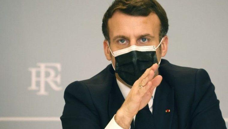 Macron quiere que Europa y EE.UU. entreguen de manera urgente entre el 4% y 5% de sus vacunas a los países más pobres, especialmente en África. (EPA)