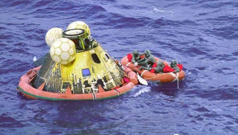 La cápsula de la misión a la Luna Apolo 11 estuvo flotando en el mar y existía la posibilidad de que sucediera una catástrofe cuando se abriera.