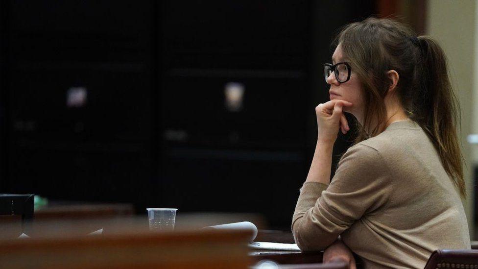 Cómo Netflix logró hacerse con los derechos de la historia de Anna Delvey, la falsa millonaria heredera de Nueva York