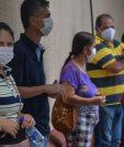 Los habitantes de Serrana, en Brasil, hacen la fila para vacunarse, luego de que la ciudad fuera elegida para un estudio para controlar la inmunización en masa. (GETTY IMAGES)