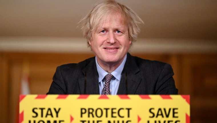Boris Johnson anunció este lunes el plan para volver a la normalidad antes del próximo verano.