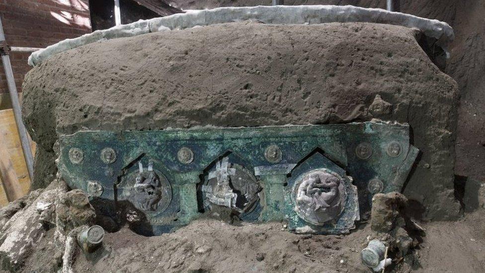 """Pompeya: la """"excepcional"""" carroza descubierta por los arqueólogos en las ruinas romanas"""