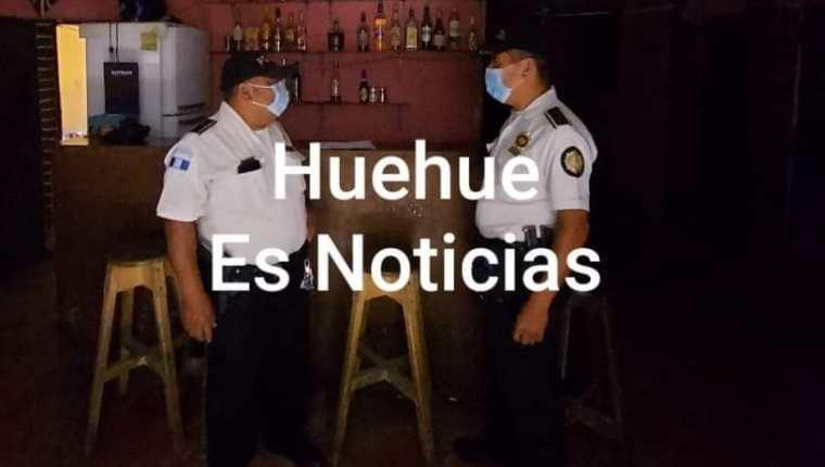 PNC en la cantina Xelajú, donde fue encontrada la adolescente fallecida.