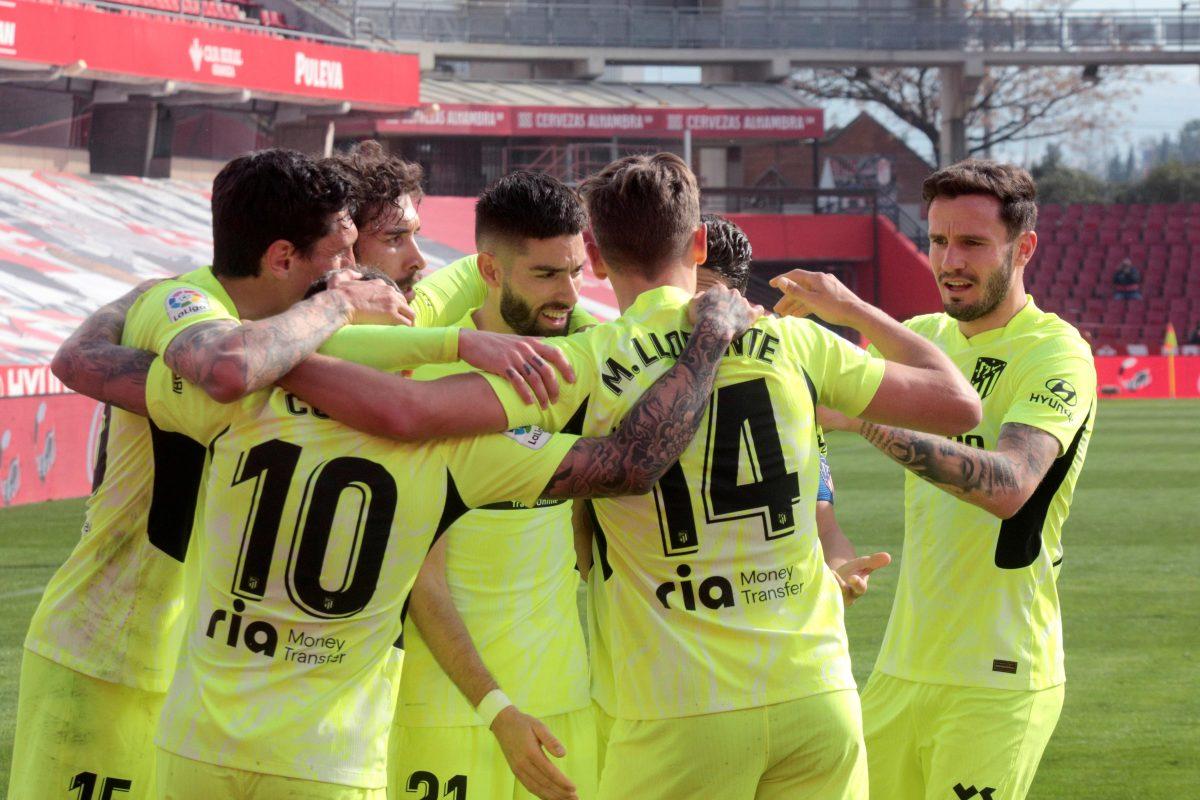 El líder Atlético de Madrid regresa al triunfo al superar al Granada