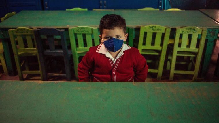 Niños de 157 centros educativos privados del país podrán regresar a clases híbridas en alerta naranja en el país. (Foto Prensa Libre: HemerotecaPL)
