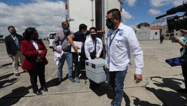 El lote de vacunas contra el coronavirus que donó Israel llegó este jueves 25 de febrero a Guatemala. (Foto Prensa Libre: Érick Ávila)