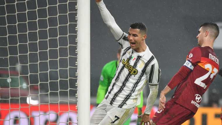 Cristiano Ronaldo celebra celebra después de anotar en el partido de la Juventus contra la Roma. Foto Prensa Libre: AFP.