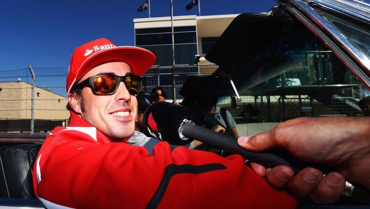 El piloto Fernando Alonso, de 39 años fue atropellado por el piloto de un carro en Suiza. Foto Prensa Libre: AFP